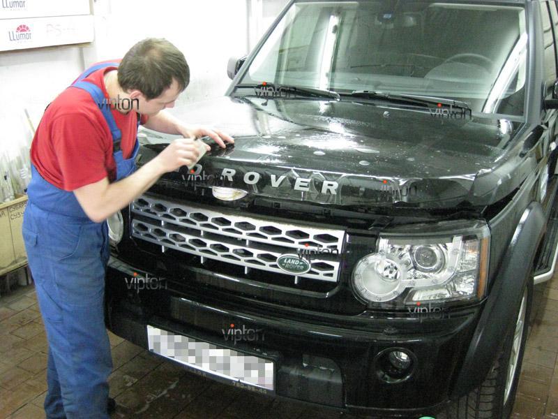 Автомобиль Land Rover Discovery . / Нанесение антигравийной пленки VENTURESHIELD.