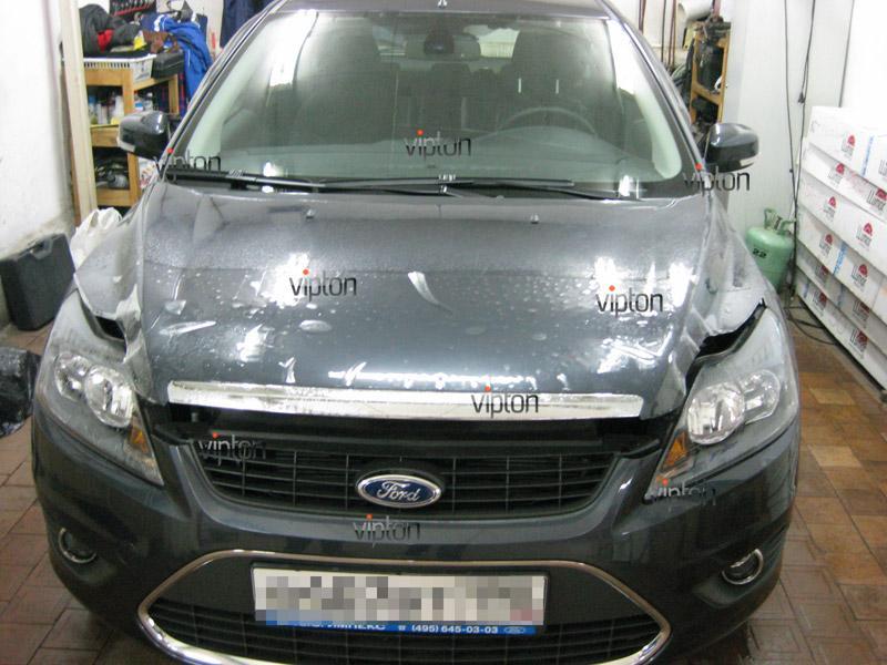 Автомобиль Ford Focus.  /  Нанесение антигравийной пленки