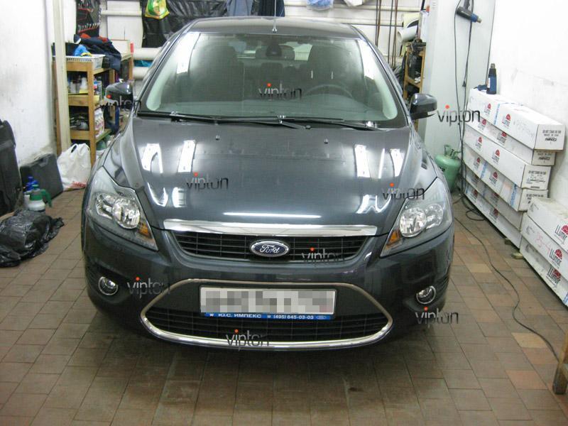 Автомобиль Ford Focus.  /  Нанесение антигравийной пленки 5