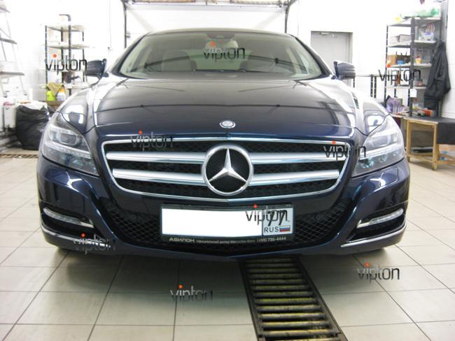 Mercedes Benz CLS: Нанесение антигравийной пленки 8