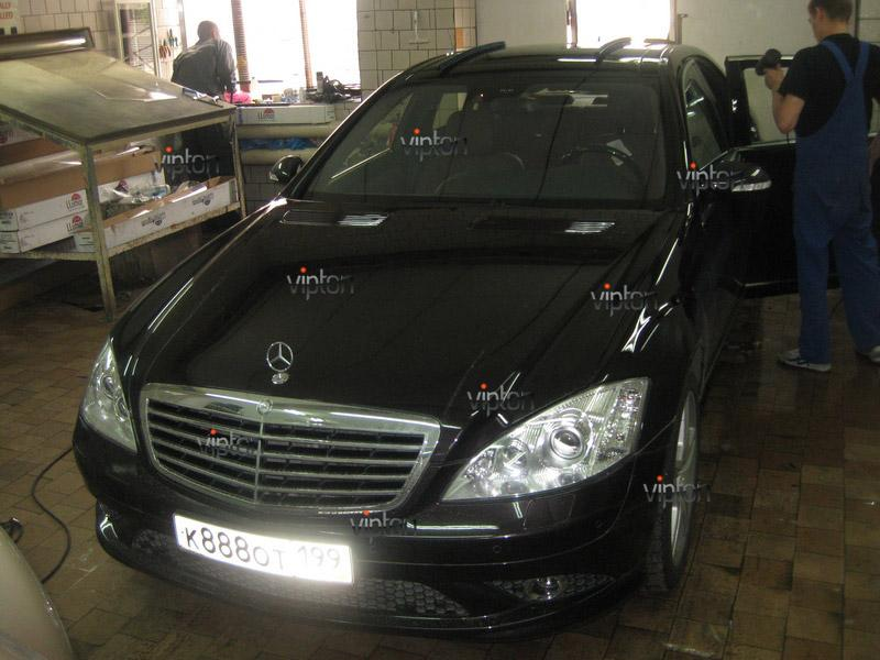 Mercedes-Benz W-221