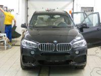 BMW X5: бронирование стекол