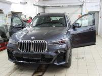 BMW X7: Бронирование