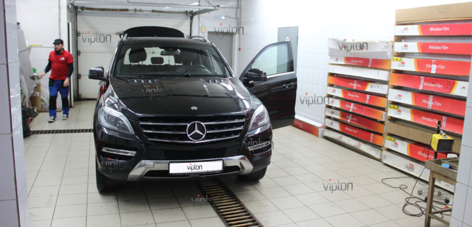 Mercedes-Benz ML350 2