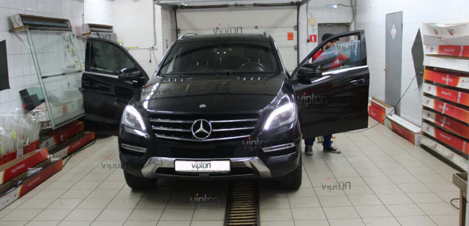 Mercedes-Benz ML350 3