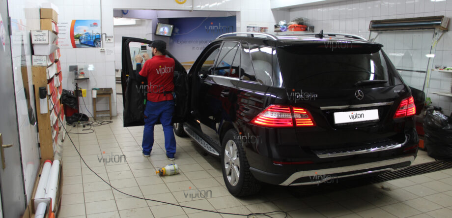 Mercedes-Benz ML350 5